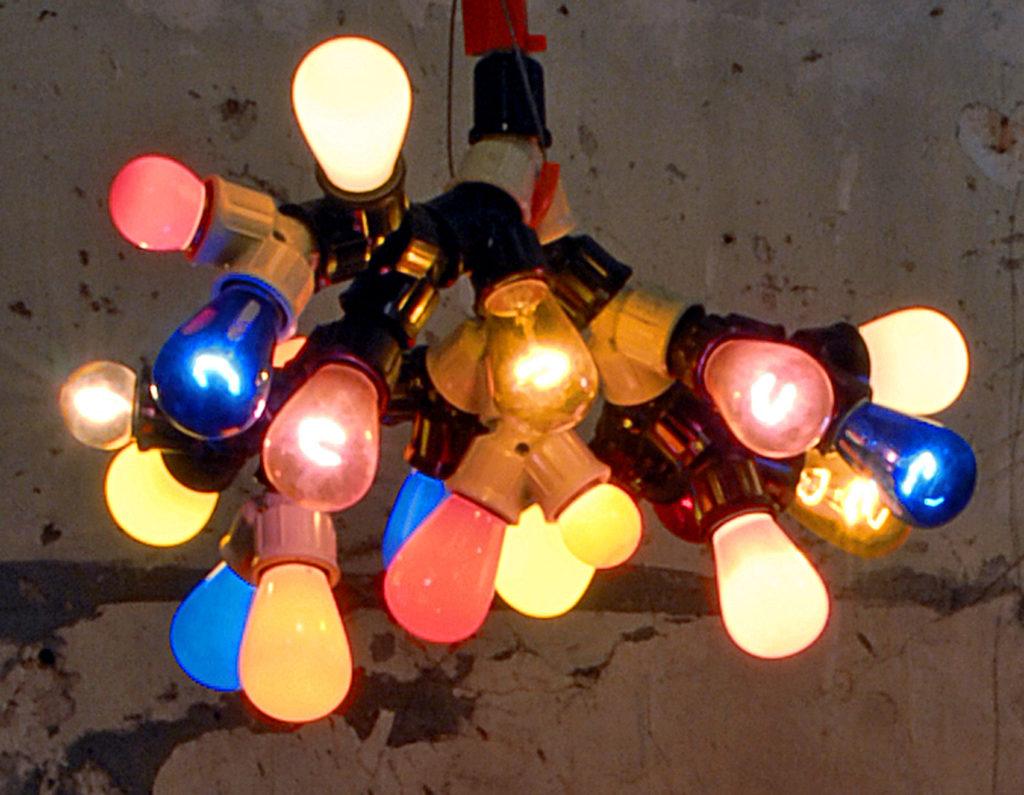 bouquet d'ampoules de toutes les couleurs